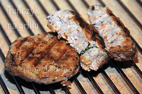 Kotlety z tuńczyka na grillu