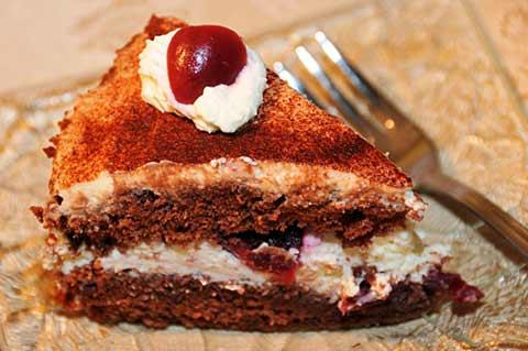 Tort z czereśniami