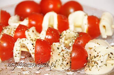 Szaszłyki pomidorowo-serowe