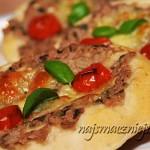 Mini pizza z tuńczykiem i mozarellą