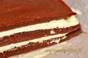 Przełożenie tortu śmietankowo-czekoladowego