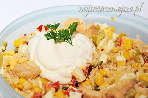 Sałatka z warzywami i kurczakiem