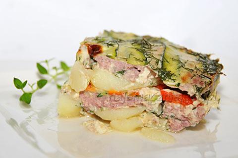 Zapiekanka ziemniaczana z mięsem i cukinią