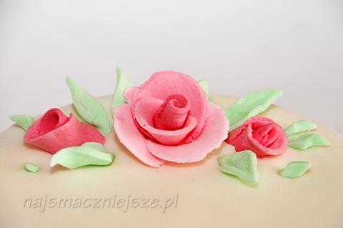 Masa cukrowa i róże