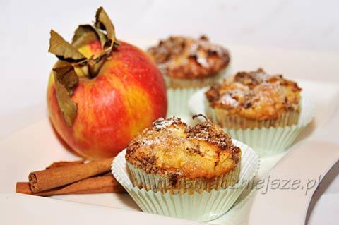 Muffiny z jabłkiem i mandarynką