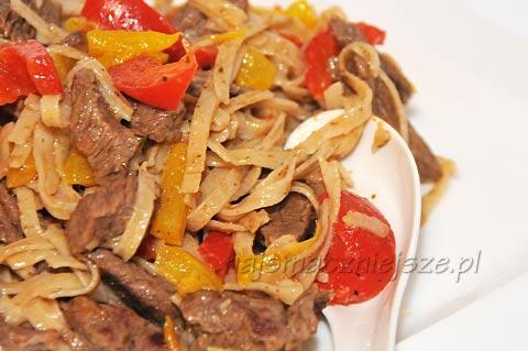 Wołowina w sosie bazyliowym