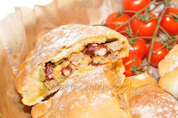 Calzone – pieróg z mięsem i warzywami
