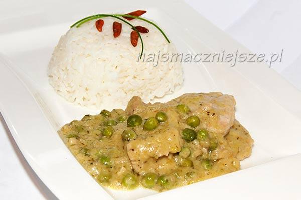 Polędwiczki z groszkiem i zielonym sosem curry