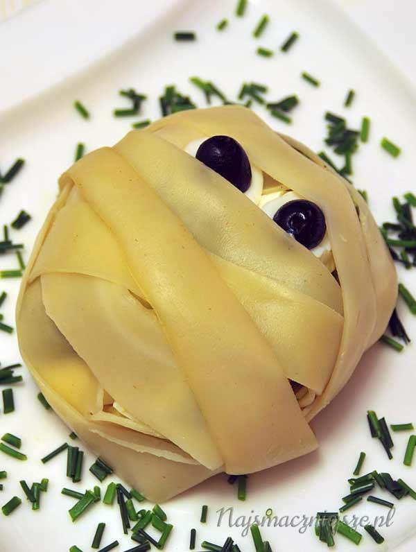 """Sałatka brokułowa z makaronem """"Mumia"""""""