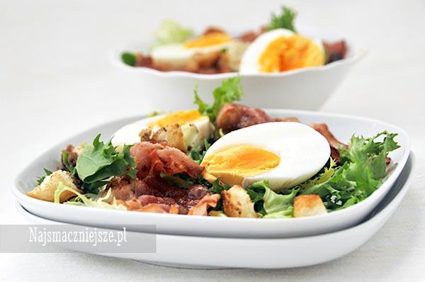 Sałatka z boczkiem i jajkiem