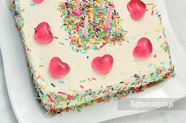 Tort urodzinowy dla małej dziewczynki