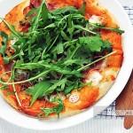 Pizza ze świeżą rukolą