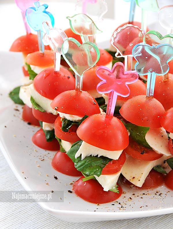 Koreczki pomidorowe z serem mozzarella