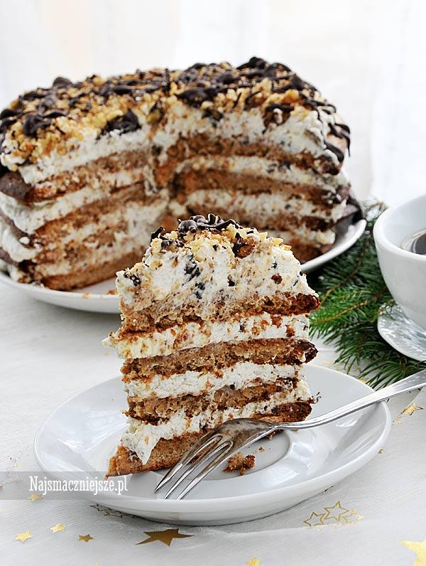 Tort bezowy z orzechami