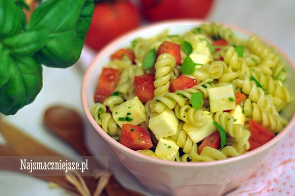 Makaron z pomidorami i mozzarellą