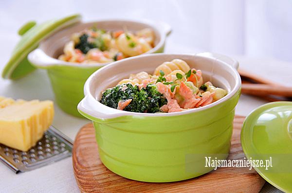 Zapiekanka z łososiem i brokułami