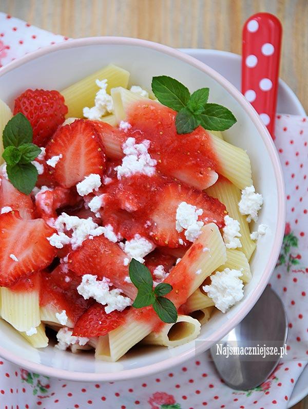 Makaron na słodko z truskawkami