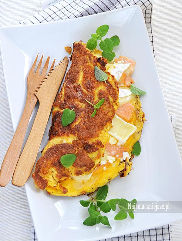 Omlet z łososiem i camembertem