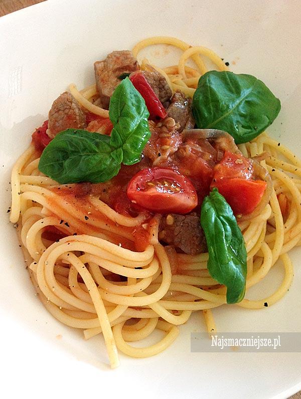Spaghetti z pomidorami i cielęciną