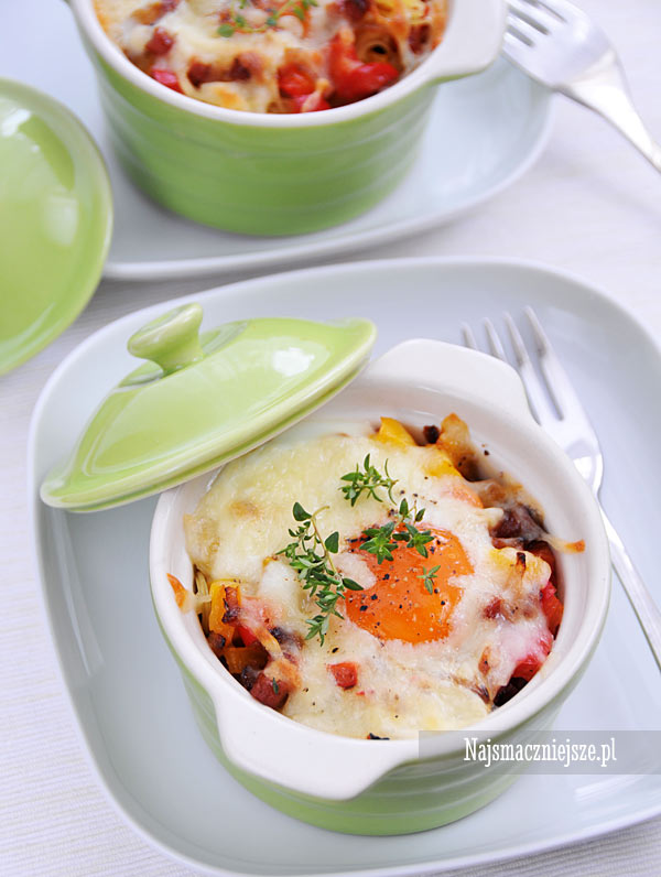 Jajka z kabanosami i papryką