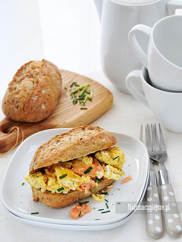 Jajecznica z łososiem i szczypiorkiem