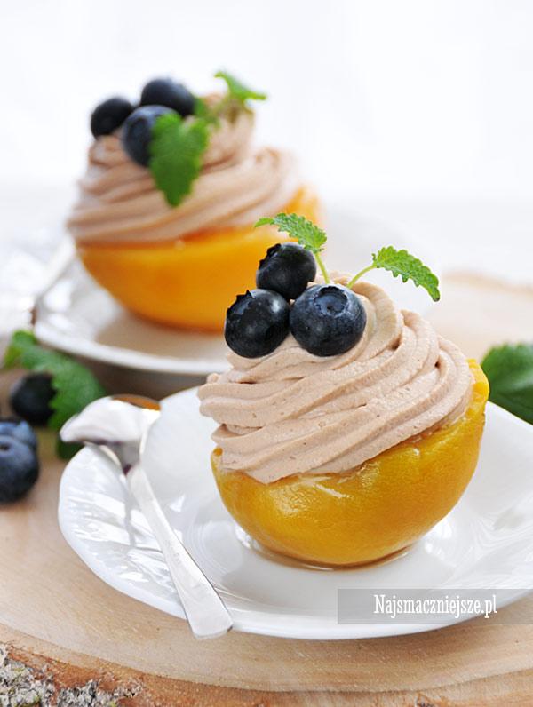 Brzoskwinie z kremem czekoladowym