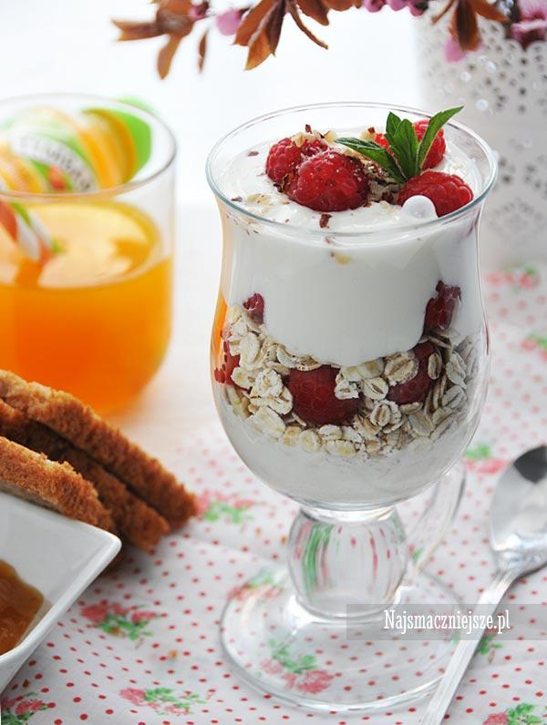 Lekkie śniadanie z jogurtem-i-platkami