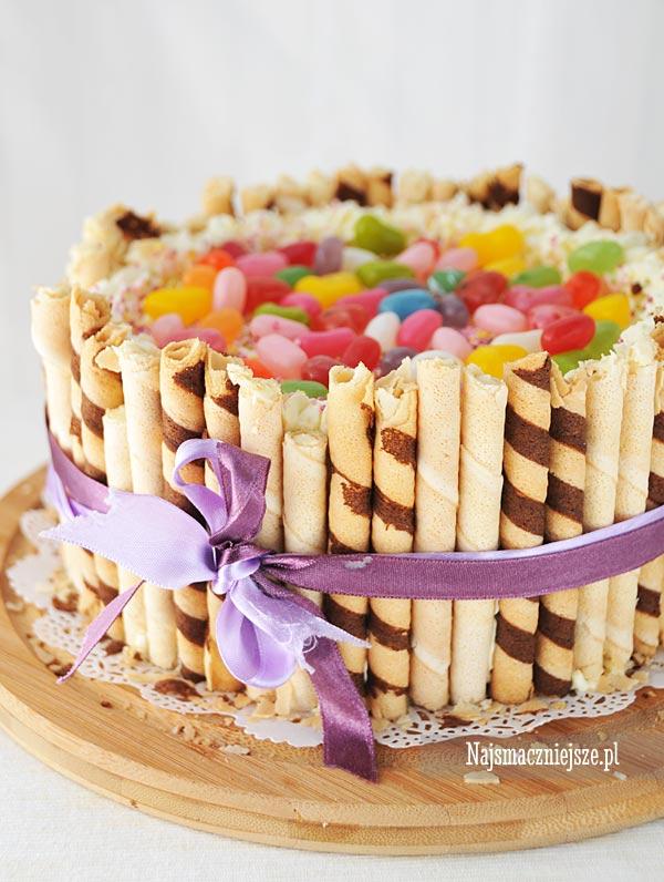 Urodzinowy tort z rurkami