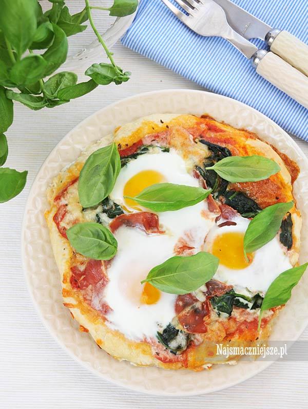 Pizza z jajkiem i szpinakiem