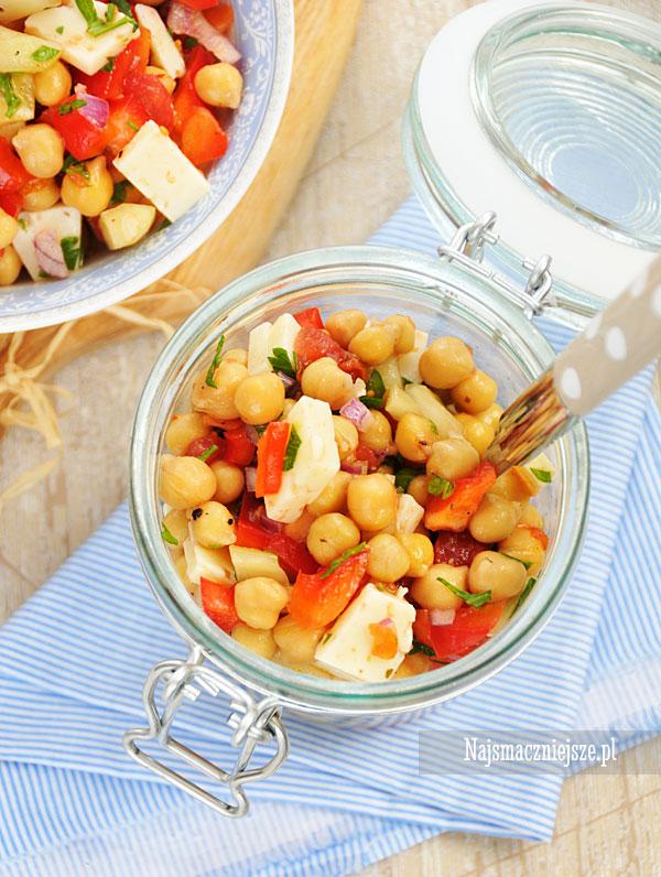 Sałatka z cieciorki i warzywami