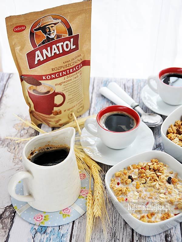 Klasyczne śniadanie z kawą Anatol
