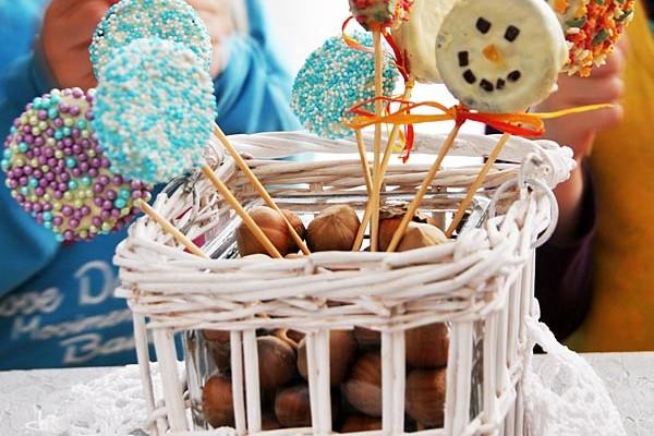 Zimowe lizaki z ciastek Oreo