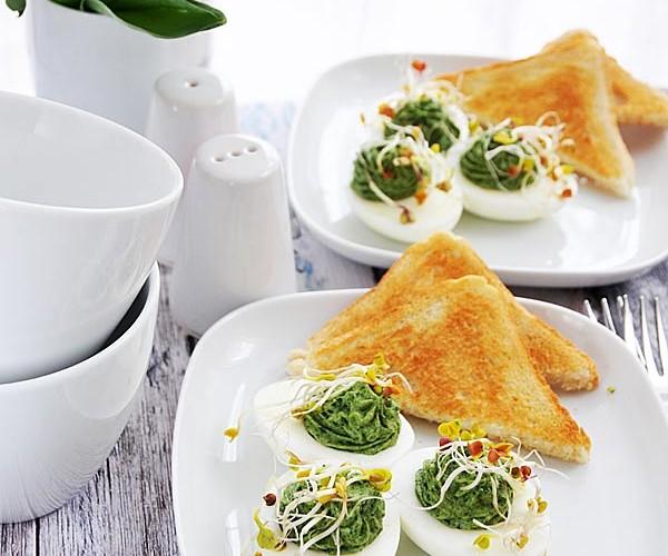 Jajka faszerowane szpinakiem