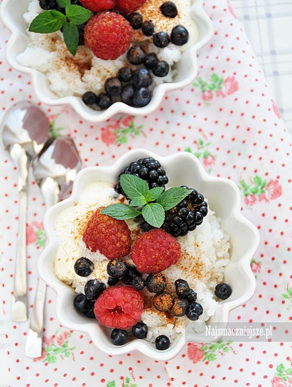 Deser ryżowy z owocami