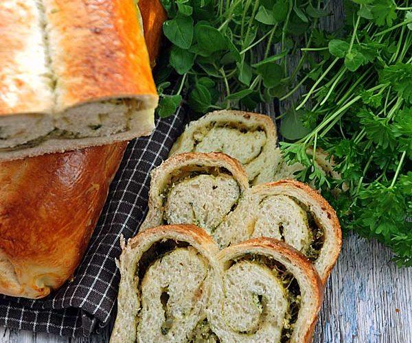 Chleb pszenny z ziołami i serem