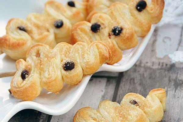 Słodkie choinki z ciasta francuskiego