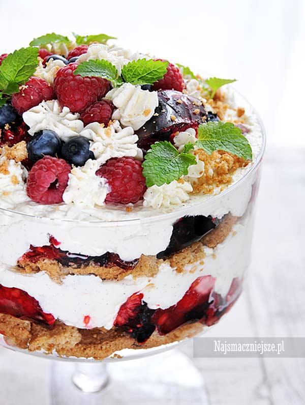 Trifle waniliowe z owocami leśnymi